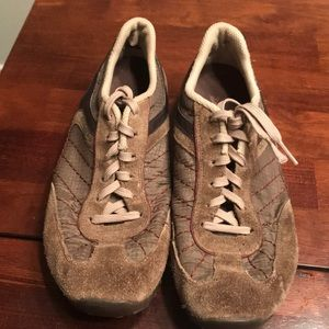 Sketchers casual shoes